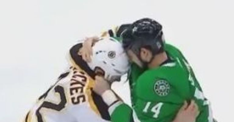 David Backes e Jamie Benn brigam no começo do jogo