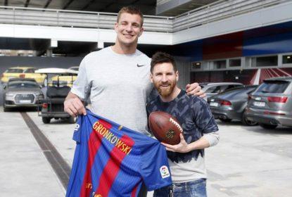Rob Gronkowski visita o Barcelona e conhece Messi - The Playoffs a734db47b82