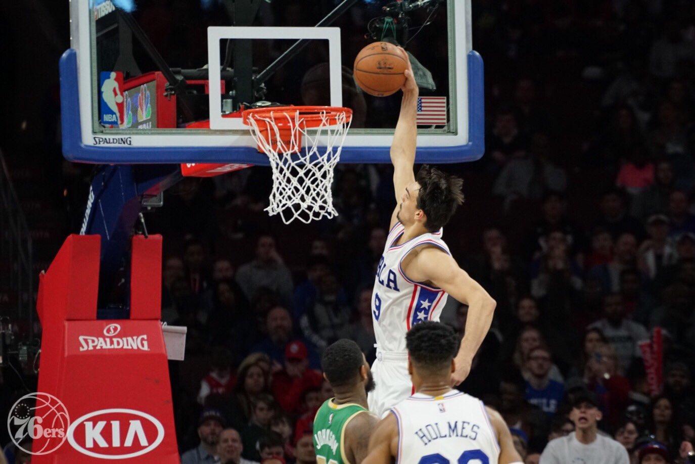 Dario Saric lidera Philadelphia 76ers em vitória sobre o Boston Celtics