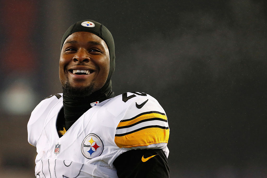 FOXBORO, MA - JANUARY 22: Le'Veon Bell #26 of the Pittsburgh Steelers reacts prior to the AFC Championship Game against the New England Patriots at Gillette Stadium on January 22, 2017 in Foxboro, Massachusetts.