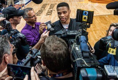 Westbrook fica irritado ao responder perguntas da imprensa