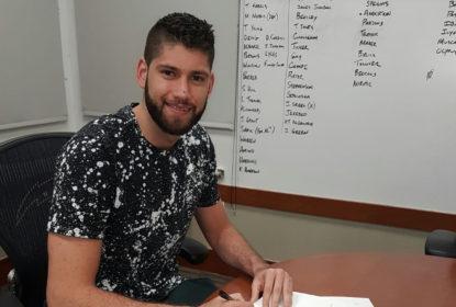Lista de possíveis interesses do Orlando Magic vaza em foto de assinatura de contrato - The Playoffs