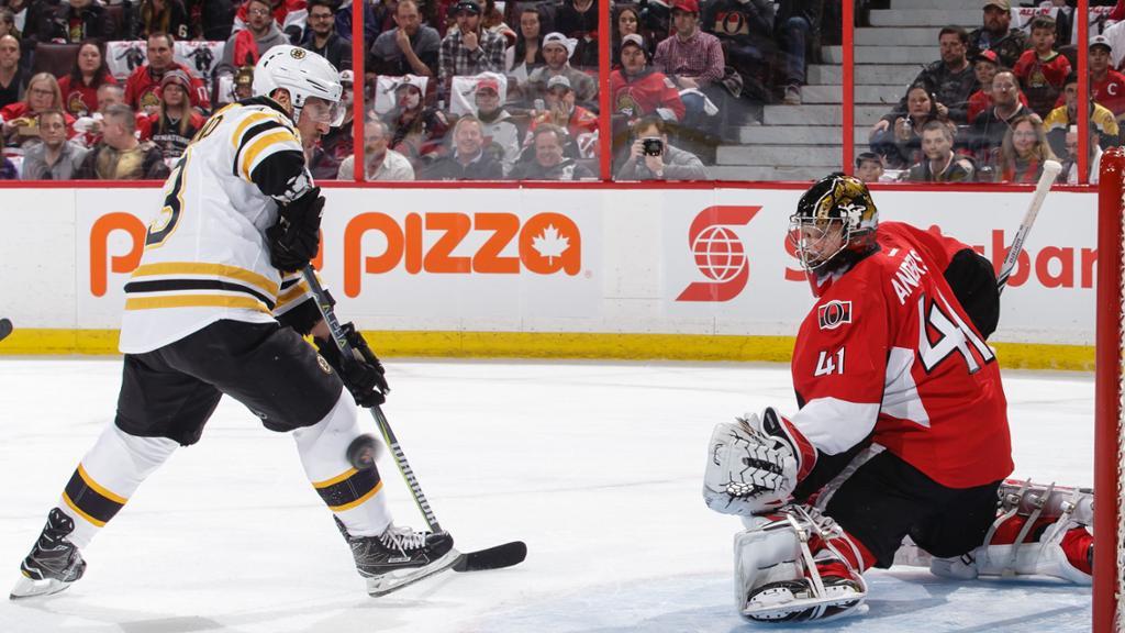 Brad Marchand marca gol da vitória dos Bruins contra o Ottawa Senators