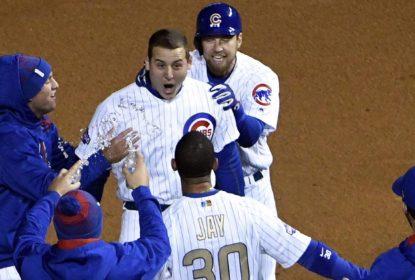 Apesar do frio e da chuva, Chicago Cubs tem noite de vitória e homenagens no Wrigley Field - The Playoffs