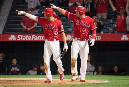 Angels vencem Rangers de virada com walk-off de bunt - The Playoffs