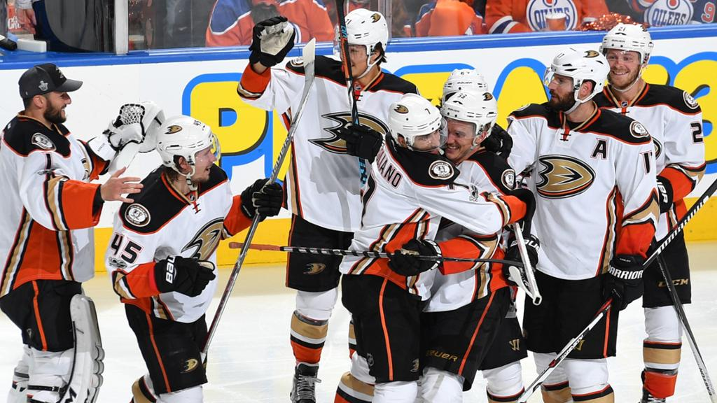 Silfverberg marca na prorrogação e Ducks empatam série contra Oilers