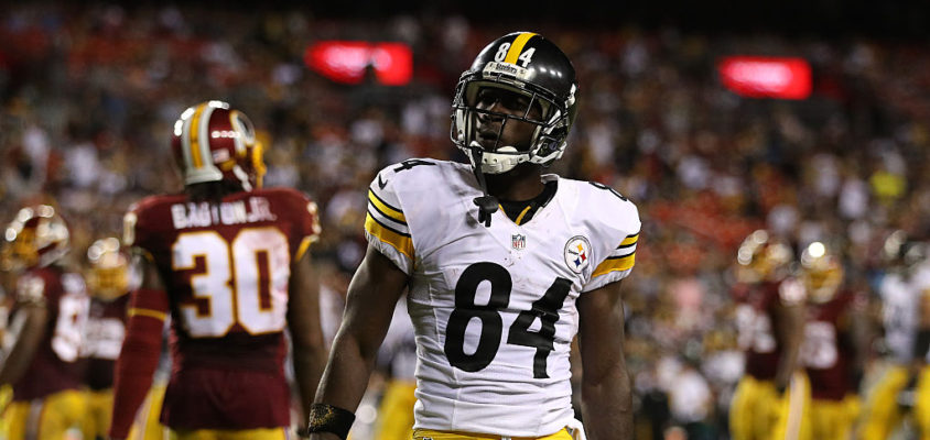 LANDOVER, MD - SEPTEMBER 12: Wide receiver Antonio Brown #84 of the Pittsburgh Steelers acknowledges the crowd after completing a first down against the Washington Redskins in the fourth quarter at FedExField on September 12, 2016 in Landover, Maryland.