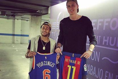 Kristaps Porzingis e Neymar trocam camisas após jogo do Barcelona - The Playoffs