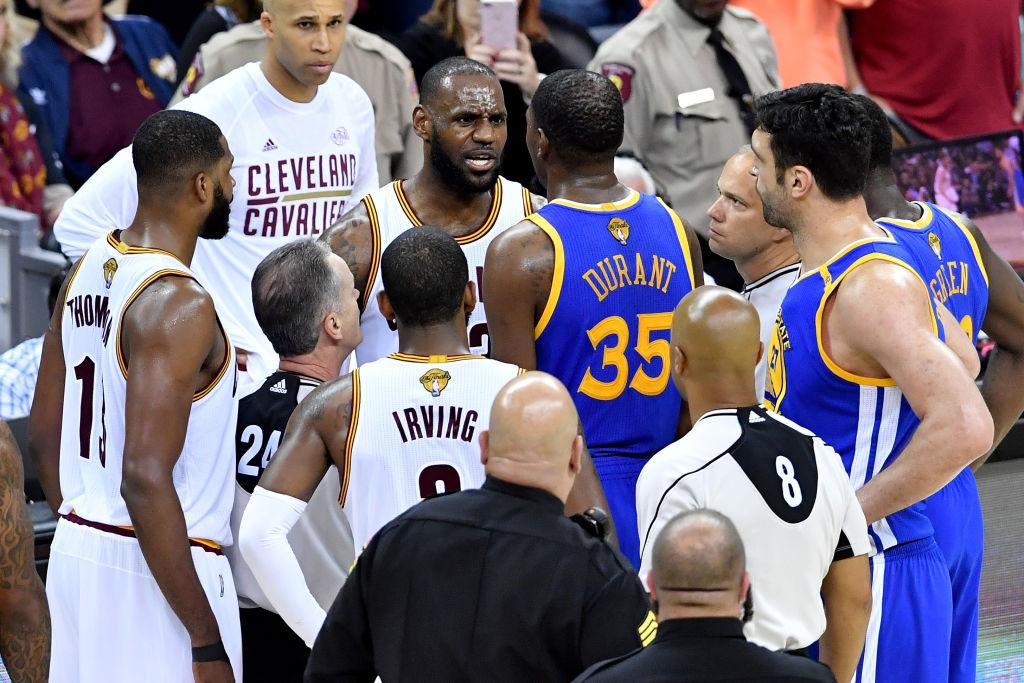 2986a1022 Golden State Warriors e Cleveland Cavaliers estão pela quarta vez seguida na  final da NBA. As duas equipes venceram as finais de conferência contra  Houston ...
