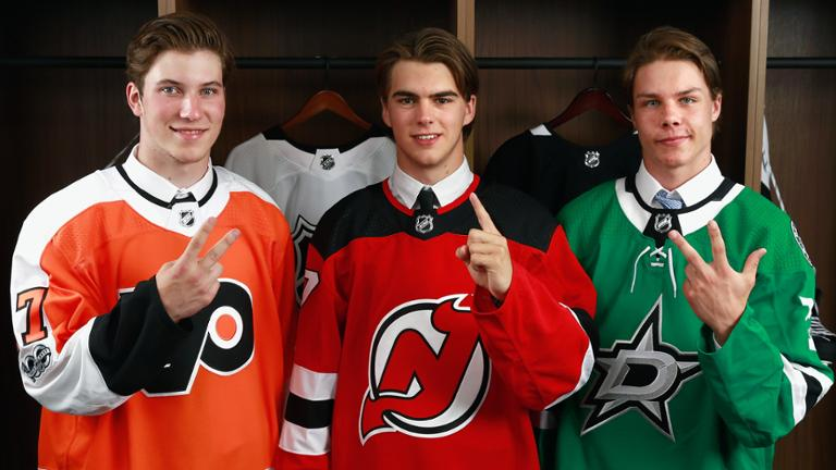 Nico Hischier é escolhido pelos Devils como nº1 do Draft da NHL