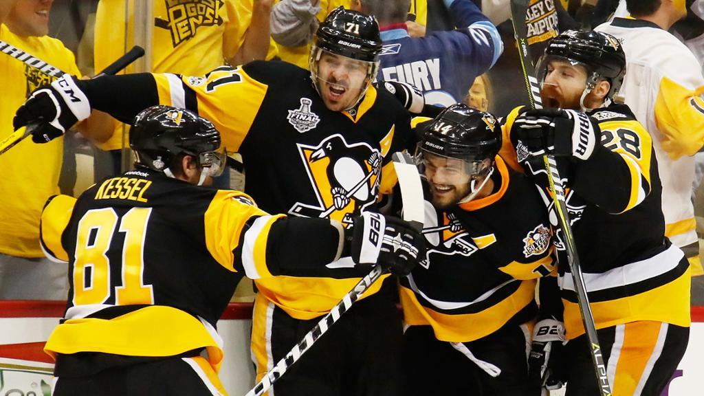 Guentzel marca duas vezes em goleada dos Penguins sobre os Predators