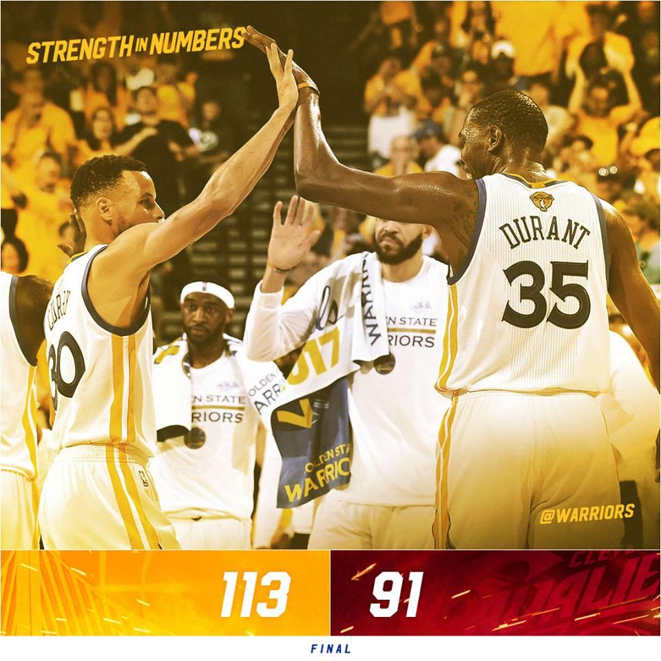 As finais da NBA já começaram em um ritmo muito quente e quem levou a  melhor no primeiro jogo da série foi o Golden State Warriors. 4a1c53a0e11