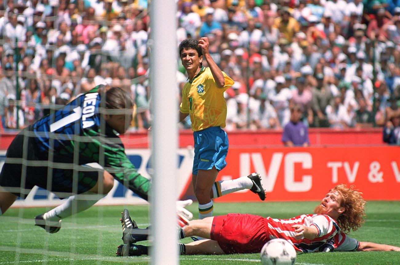26acbe8983 Foi também palco de um recorde  os 5 gols de Oleg Salenko na goleada da  Rússia sobre Camarões e o cardíaco jogo entre Suécia e Romênia