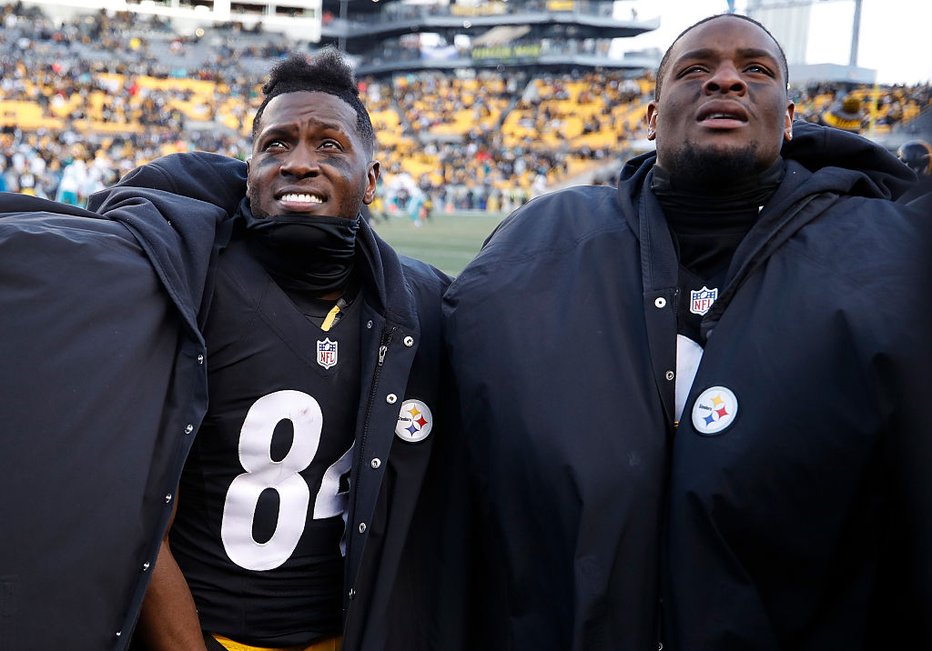 PITTSBURGH, PA - JANUARY 08: Antonio Brown #84 and Le'Veon Bell #26 of the Pittsburgh Steelers are seen on the sidelines during the fourth quarter against the Miami Dolphins in the AFC Wild Card game at Heinz Field on January 8, 2017 in Pittsburgh, Pennsylvania