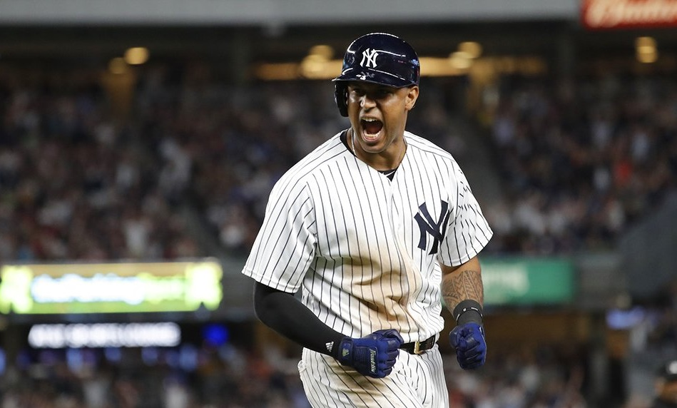Yankees vencem Red Sox de virada por 5 a 4