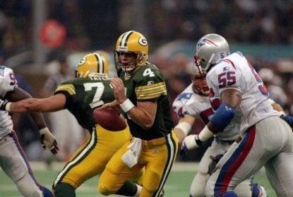 26 Jan 1997: Quarterback Brett Favre of the Green Bay Packers attempts to avoid New England Patriots defensive lineman Willie McGinest during Super Bowl XXXI at the Superdome in New Orleans, Louisiana. The Packers won the game, 35-21.