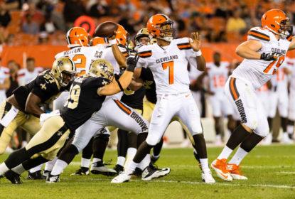 Hue Jackson acha 'muito cedo' para DeShone Kizer ser titular nos Browns - The Playoffs