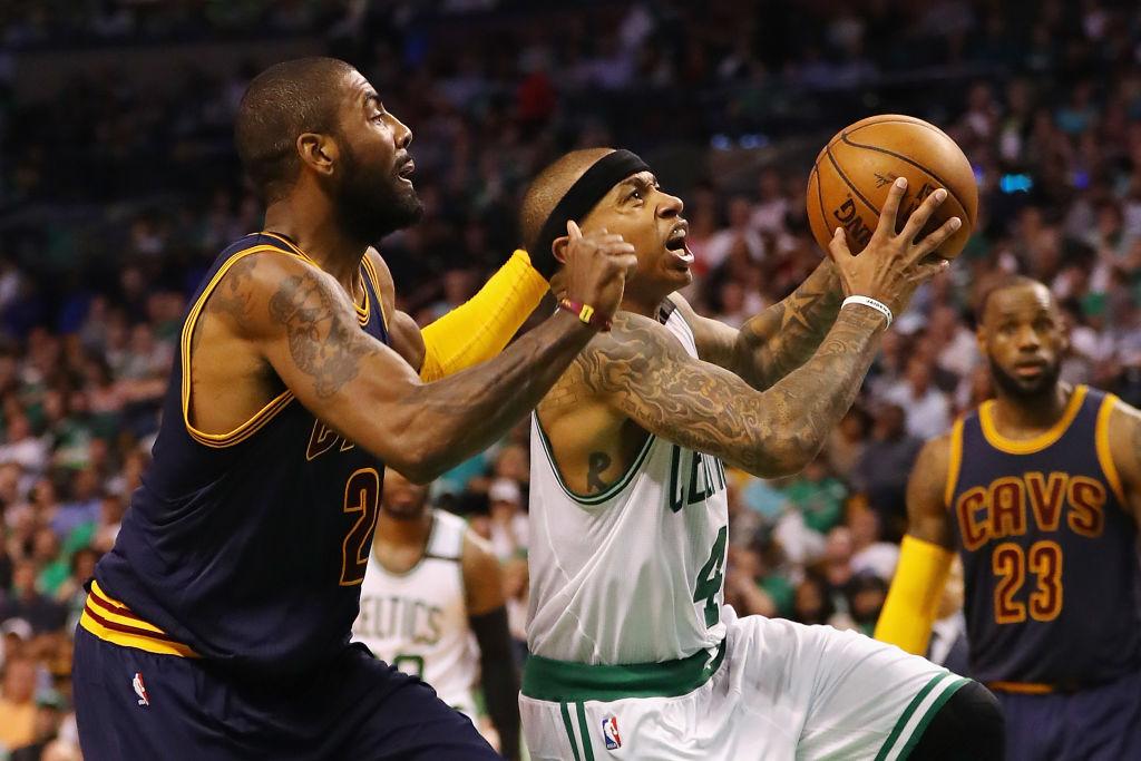 Celtics e Cavaliers trocam Isaiah Thomas por Kyrie Irving