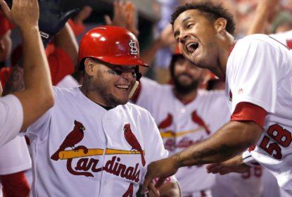 Cardinals derrotam Royals com grand slam decisivo de Yadier Molina