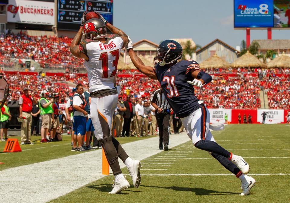 Mike Evans anota touchdown na vitória do Tampa Bay Buccaneers diante dos Bears na estreia dos Bucs na temporada 2017 da NFL.