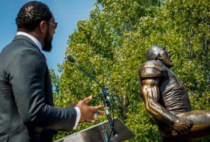 Torcedores dos Ravens pedem retirada de estátua de Ray Lewis - The Playoffs