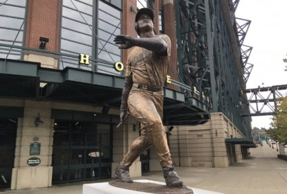 Estátua de Ken Griffey Jr. é depredada no Safeco Field - The Playoffs