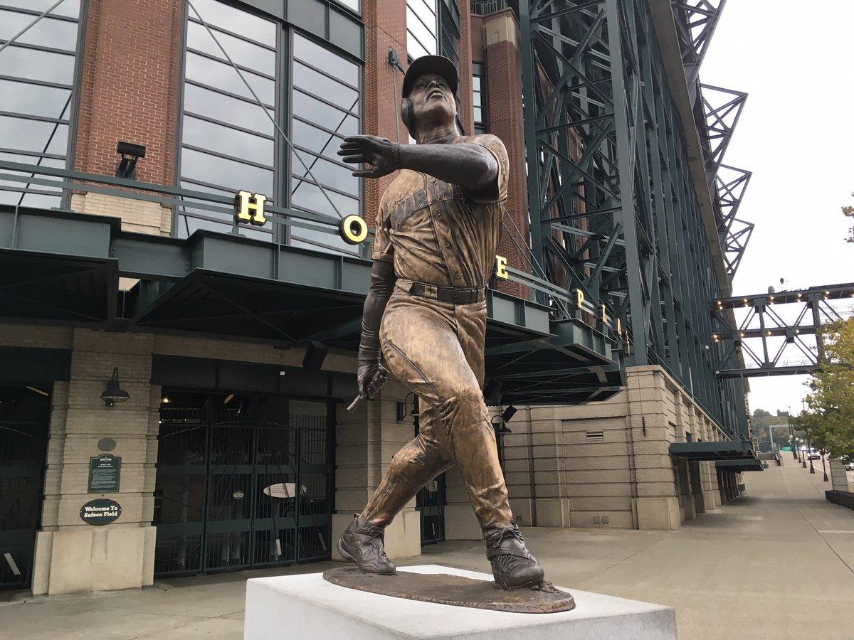 Estátua de Ken Griffey Jr. é depredada no Safeco Field - The Playoffs