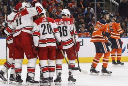 Com início arrasador, Carolina Hurricanes derrota Edmonton Oilers - The Playoffs