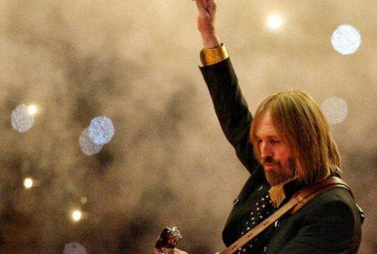 Em homenagem a Tom Petty, o épico show no Super Bowl XLII - The Playoffs