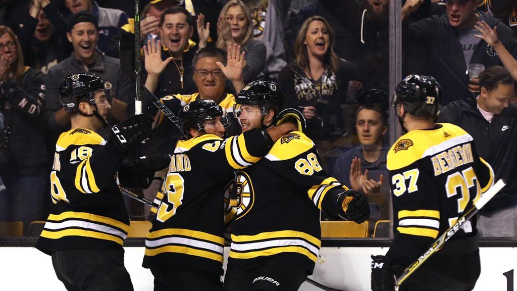 Patrice Bergeron impulsiona Bruins em vitória sobre Canucks