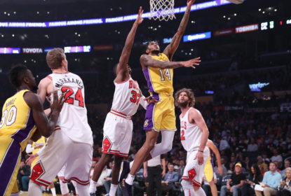 Los Angeles Lakers reage no fim, bate o Chicago Bulls e fica entre os oito primeiros no Oeste - The Playoffs