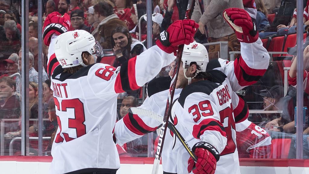 Gibbons marca na prorrogação e Devils triunfam em Detroit