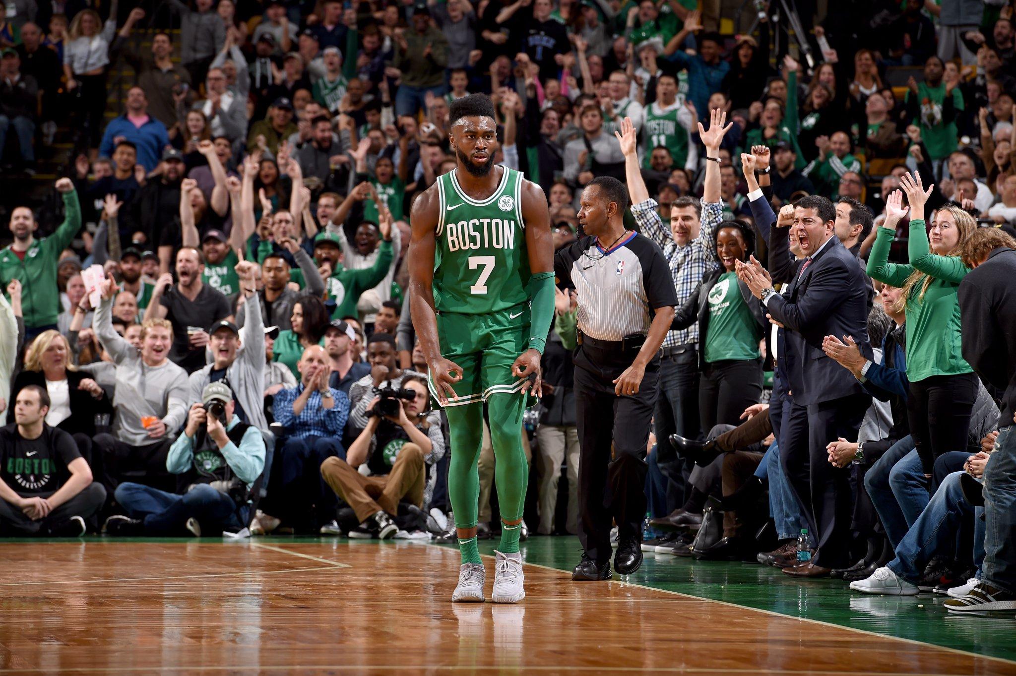 Jaylen Brown lidera vitória dos Celtics contra os Warriors
