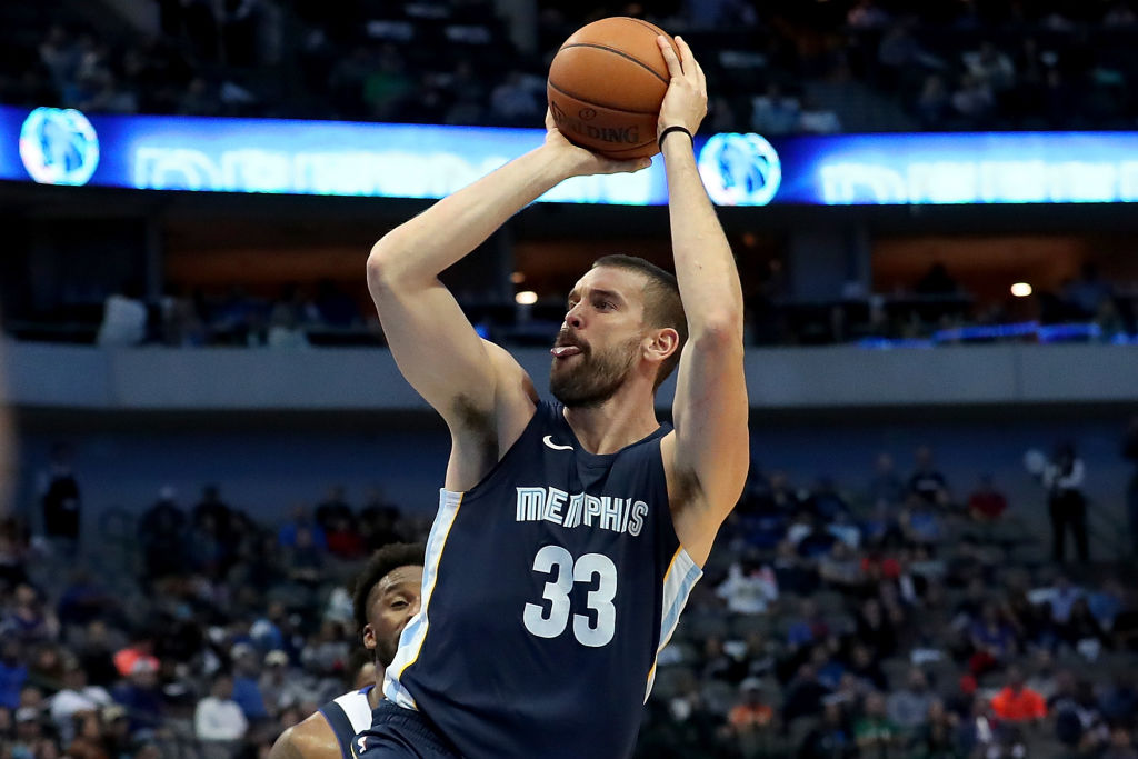 Marc Gasol #33 of the Memphis Grizzlies shoots the ball against the Dallas Mavericks in the second half at American Airlines Center on October 25, 2017 in Dallas, Texas.