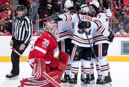 Oilers se redimem de vexame e batem os Red Wings por 6 a 2 - The Playoffs