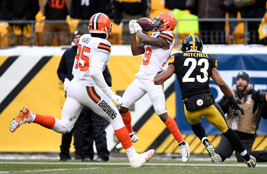 Corey Coleman #19 of the Cleveland Browns cannot come up with a catch while being defended by Mike Mitchell #23 of the Pittsburgh Steelers in the fourth quarter during the game at Heinz Field on December 31, 2017 in Pittsburgh, Pennsylvania.