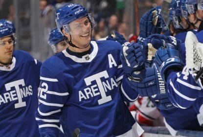 Leafs comemoram 100º aniversário com goleada sobre Hurricanes - The Playoffs
