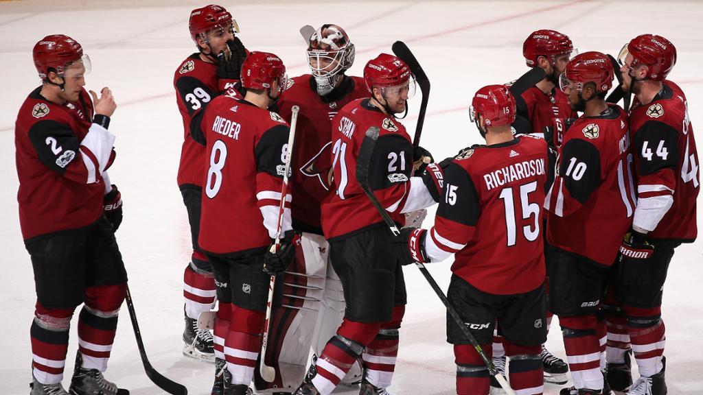 Arizona Coyotes goleia New Jersey Devils