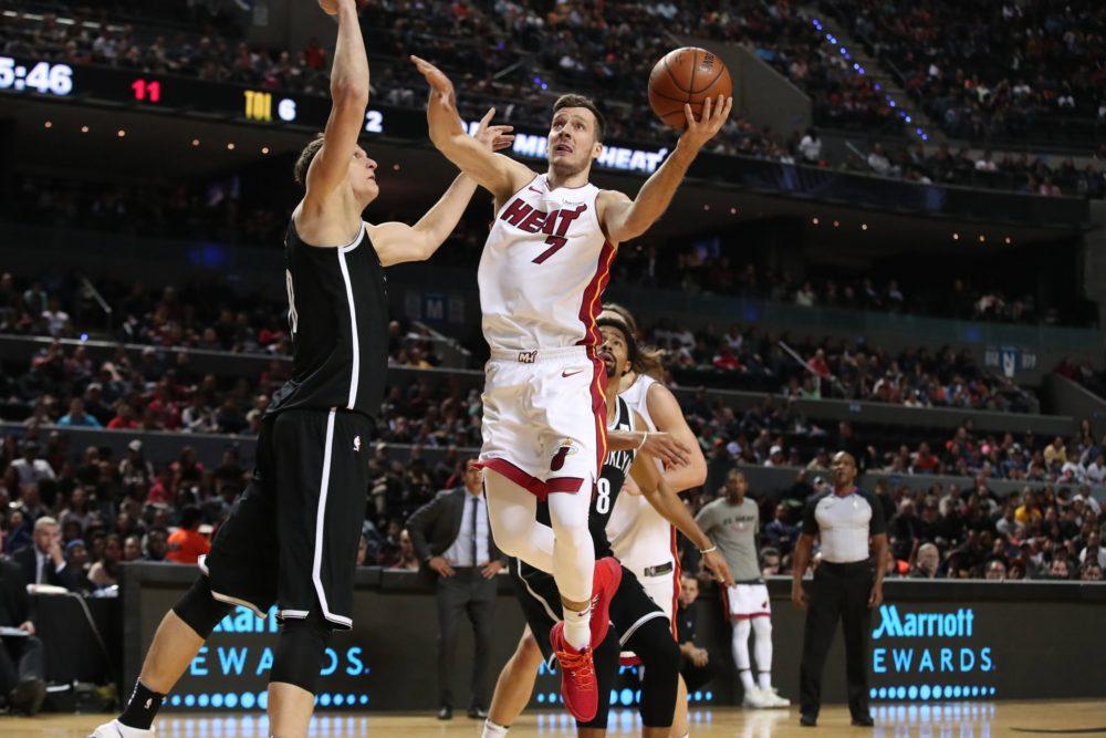 Goran Dragic em jogo Heat x Nets no México