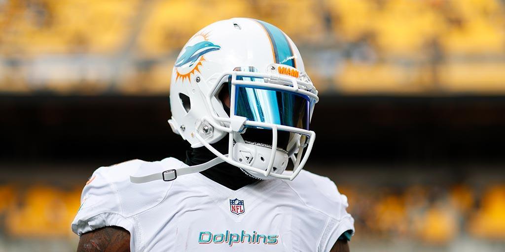 """Jarvis Landry confirma que """"esvaziou"""" a bola em celebração de touchdown na vitória do Miami Dolphins sobre o New England Patriots"""