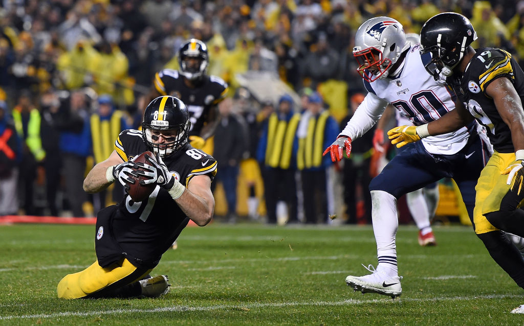 PITTSBURGH, PA - DECEMBER 17: Jesse James #81 of the Pittsburgh Steelers dives for the end zone for an apparent touchdown in the fourth quarter during the game against the New England Patriots at Heinz Field on December 17, 2017 in Pittsburgh, Pennsylvania. After official review, it was ruled an incomplete pass