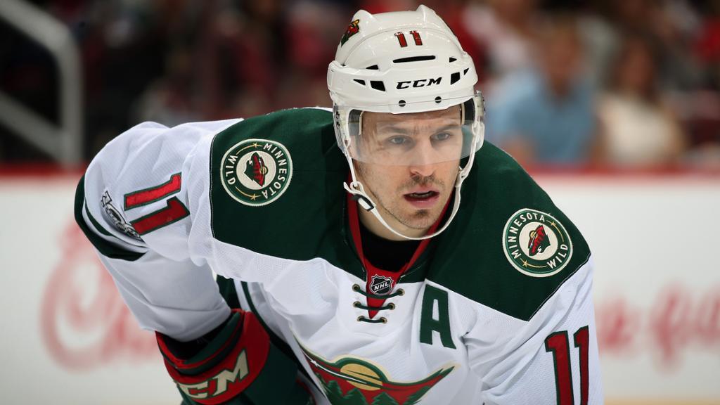 Em busca de reabilitação, ala-esquerdo Zach Parise jogará na AHL