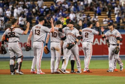 Giants vencem Dodgers e seguem sonhando com playoffs