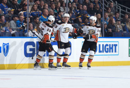 Anaheim Ducks vence St. Louis Blues e segue na liderança do Pacífico - The Playoffs