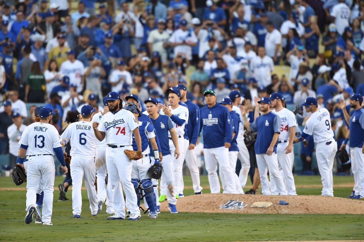 Los Angeles Dodgers faz 5 a 2 e vence Milwaukee Brewers no jogo 5 da NLCS