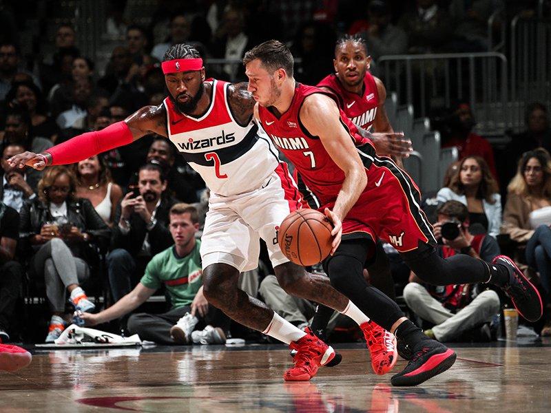 d227447c24 Em partida disputada desde o início, o Miami Heat derrotou o Washington Wizards  na Capital One Arena, na capital americana, na noite desta quinta-feira  (19) ...