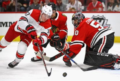 Na estreia de Jeremy Colliton, Hurricanes vencem Blackhawks - The Playoffs