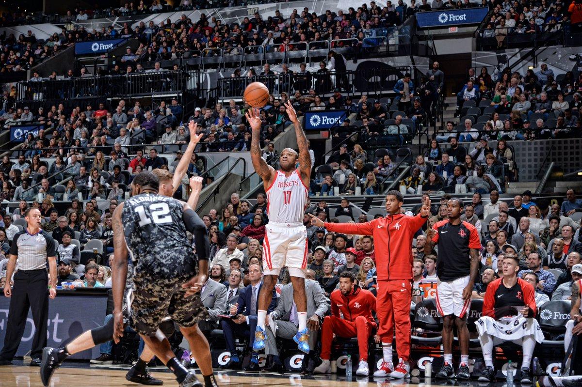 O jogo da noite deste sábado (11) entre os texanos San Antonio Spurs e  Houston Rockets teve o equilíbrio esperado 80ef0dcec5125