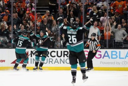 Com 100º gol de Rakell na NHL, Ducks vencem Oilers na prorrogação