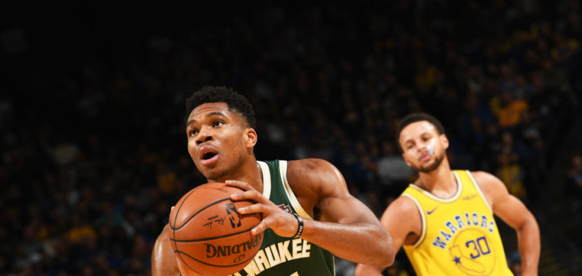 OAKLAND, CA - NOVEMBER 8: Giannis Antetokounmpo #34 of the Milwaukee Bucks shoots the ball against the Golden State Warriors on November 8, 2018 at ORACLE Arena in Oakland, California